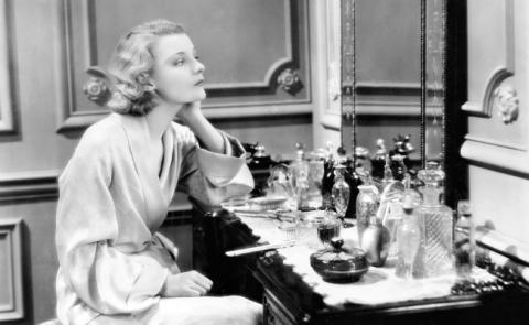 vintage-beauty-vanity